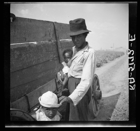 Rothstein, Arthur, photographer. Cotton picker. Kaufman County, Texas. Kaufman County Texas, 1936. July-Aug. Photograph. Retrieved from the Library of Congress, https://www.loc.gov/item/fsa1998019646/PP/. (Accessed October 29, 2017.)